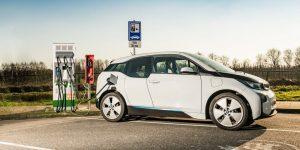 Automóvil eléctrico que carga en 10 minutos por el uso de supercapacitores