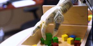 Prueba de sensibilidad de los sensores de la mano prostética